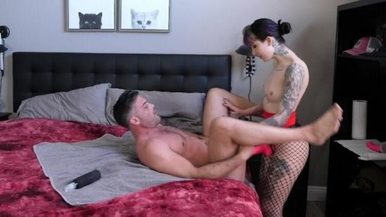 Pornh - Lance Hart - Beautiful Goth Lady w Big Butt Fucks Husband with Big Strapon (HD/720p/168 MB)