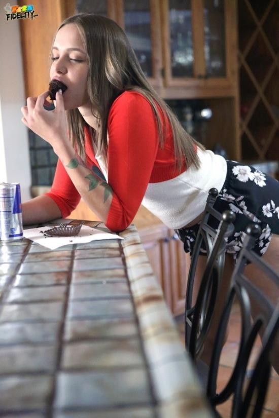 TeenFidelity - Liza Rowe - Only 19! (SD/360p/623 MB)