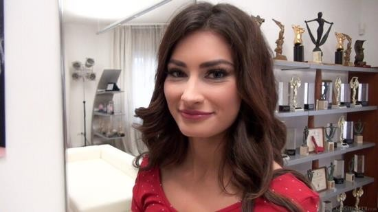 RoccoSiffredi - Alexi Star - Rocco S Intimate Castings (HD/720p/1.03 GB)