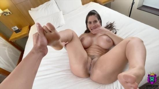 Pornh - Yinyleon - Big Tits MILF licks her own feet when she feels a dick inside her pussy (HD/720p/192 MB)