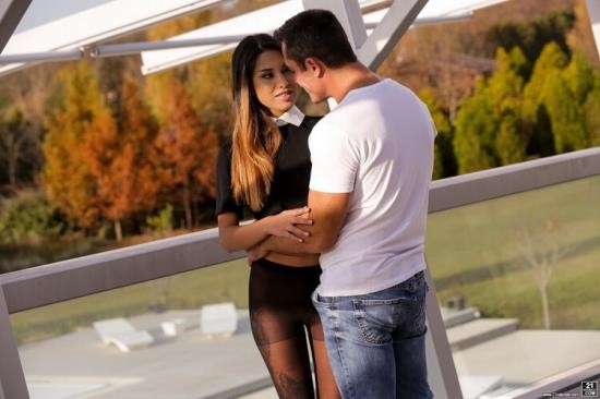 21EroticAnal/21Naturals/21Sextury - Roxy Lips - The Girl On The Balcony (FullHD/1080p/1.20 GB)