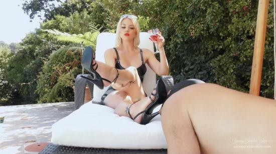 YoungGoddessKim/Clips4Sale - Young Goddess Kim - DAY IN THE LIFE AS A GARDEN ASHTRAY (FullHD/1080p/758 MB)