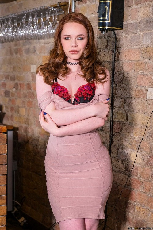 RealWifeStories/Brazzers - Ella Hughes - Sampling Her Goods (HD/720p/1.95 GB)