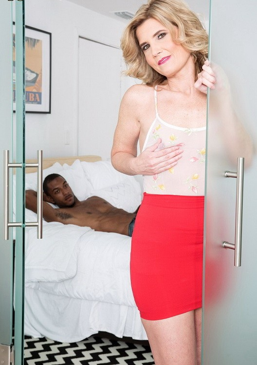 ScoreHD (PornMegaLoad)/40SomethingMag - Alby Daor - Hubby`s away, Alby fucks young BBC (FullHD/1080p/1.25 GB)