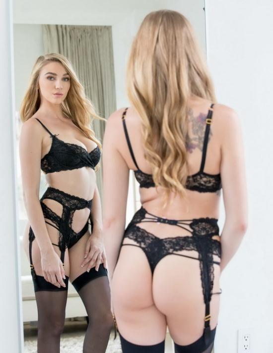 Vixen - Kendra Sunderland - Sexting Right In Front Of Them (HD/720p/2.17 GB)