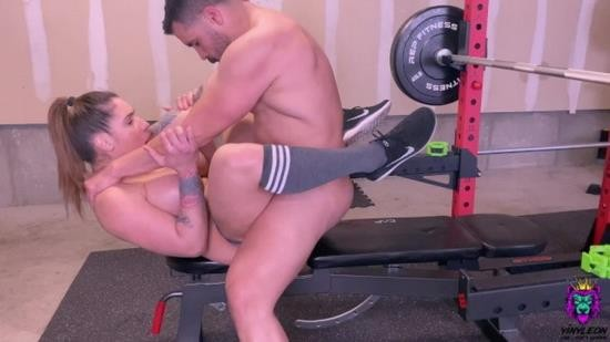 Pornh - Yinyleon - Personal Trainer Gives An Excellent Workout To One Of His Clients From Home (HD/720p/161 MB)