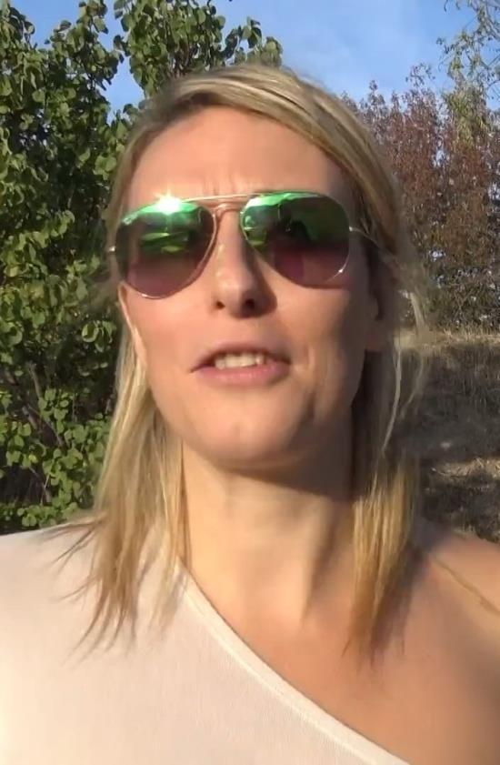 JacquieEtMichelTV/Indecentes-Voisines - Emma - Emma, 29ans, festival de doubles ! (FullHD/1080p/1.17 GB)