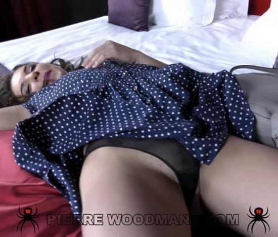 WoodmanCastingX/PierreWoodman - Henessy - Hard - the little girl on the bridge with 4 men (FullHD/1080p/1.49 GB)