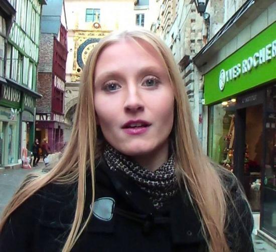JacquieEtMichelTV - Kelly Doll - A Rouen avec Kelly ! (FullHD/1080p/804 MB)