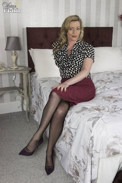 VintageFlash - Holly Kiss - Stay in tonight... (FullHD/1080p/1.47 GB)