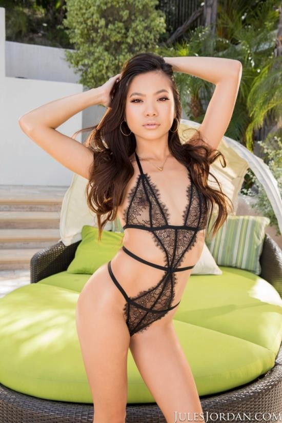 JulesJordan - Vina Sky - Sweet And Innocent (FullHD/1080p/1.77 GB)