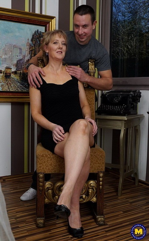 Mature.nl/Mature.eu - Glynis (45) - Horny housewife fucking and sucking (FullHD/1080p/1.21 GB)