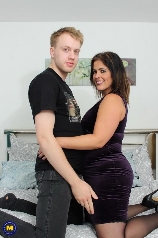 Mature.nl - Montse Swinger (EU) (40) - Big booty mature Montse Swinger has a good time with her toyboy (FullHD/1080p/1.88 GB)