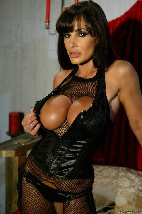 ZZSeries/Brazzers - Lisa Ann - Ep-3: The Queen Of Lust (FullHD/1080p/2.90 GB)