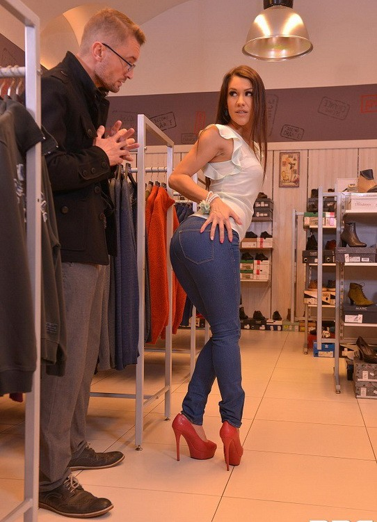 HandsOnHardcore/DDFNetwork - Samia Duarte - Blow Out Deal - Salesgirl Gets Her Ass And Pussy Stuffed In Store (FullHD/1080p/1.25 GB)