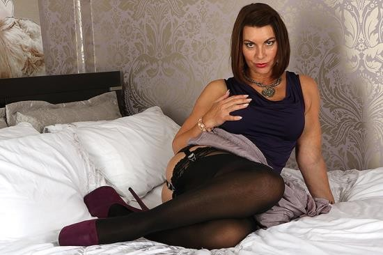 Mature.eu/Mature.nl - Christine O. (EU) (48) - British MILF Christine loves fooling around (FullHD/1080p/943 MB)