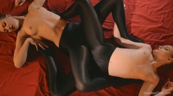 StraplessDildo - Maria Pie, Rossy Bush - Sex In Silky Black Pantyhose (FullHD/1080p/1.62 GB)