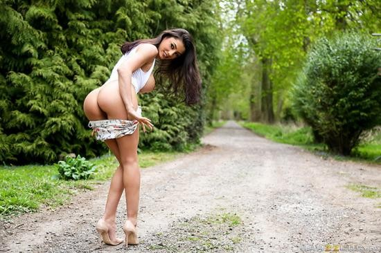 PornStarsLikeItBig/Brazzers - Sofia Cucci - She Wants Big Cock and She Wants It Now (HD/720p/1.68 GB)