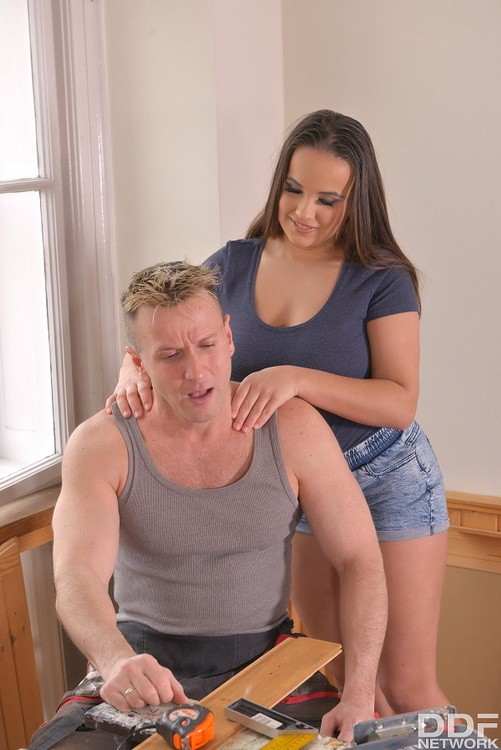 OnlyBlowjob/DDFNetwork - Olivia Nice - She's Working His Tool (HD/720p/1009 MB)