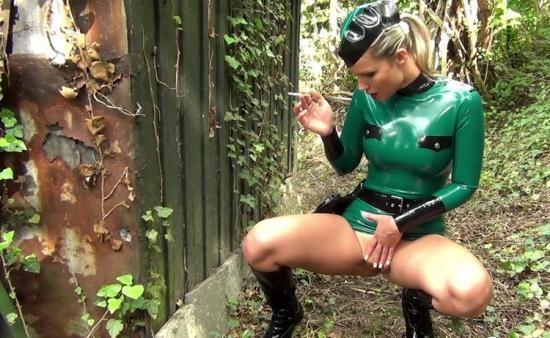 NastyRubberGirls - Unknown - video 0061 (HD/720p/924 MB)