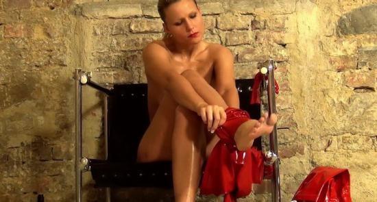 NastyRubberGirls - Unknown - video 0058 (HD/720p/1.14 GB)