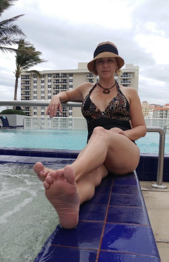 BriannaBeach.xxx - Brianna Beach - I scored a soccer mom (HD/720p/523 MB)
