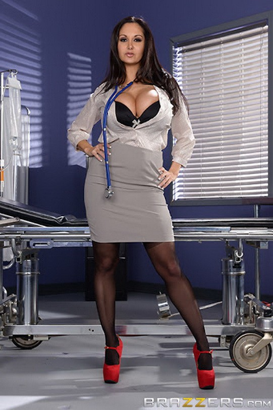 DoctorAdventures/Brazzers - Ava Addams - The Dick Doctor (SD/480p/288 MB)