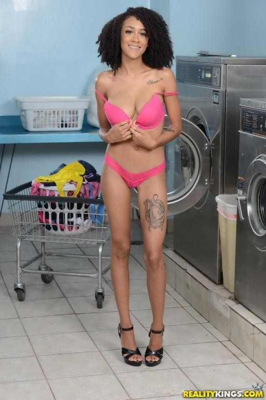 RoundandBrown/Realitykings - Ariana Aimes - Laundromat Lust (FullHD/1080p/2.35 GB)