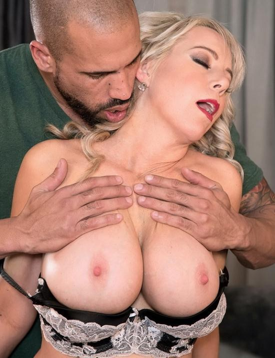 ScoreHD/PornMegaLoad - Tarise Taylor - MILF Of The Month (FullHD/1080p/1.35 GB)
