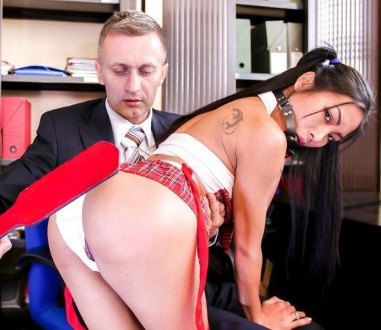 PornoAcademie/PornDoePremium - Poopea - First anal scene with stunning Asian babe Poopea (FullHD/1080p/1.64 GB)