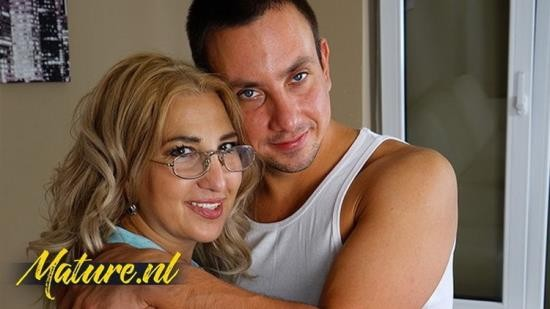 MilfCurves - UnknowN - Curvy MILF In Nerdy Glasses Lets Neighbor Fuck Her Hairy Pussy (FullHD/1080p/365 MB)