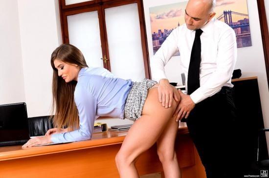 PixAndVideo/21Sextury - Sarah Sultry - Sarah Tastes Her Own Ass (HD/720p/496 MB)