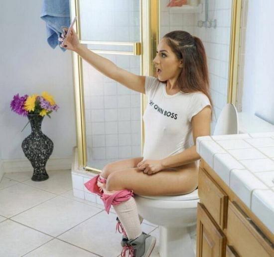 TeensLoveAnal/TeamSkeet - Liv Revamped - Social Media Addict Gets Analized (HD/720p/1.73 GB)