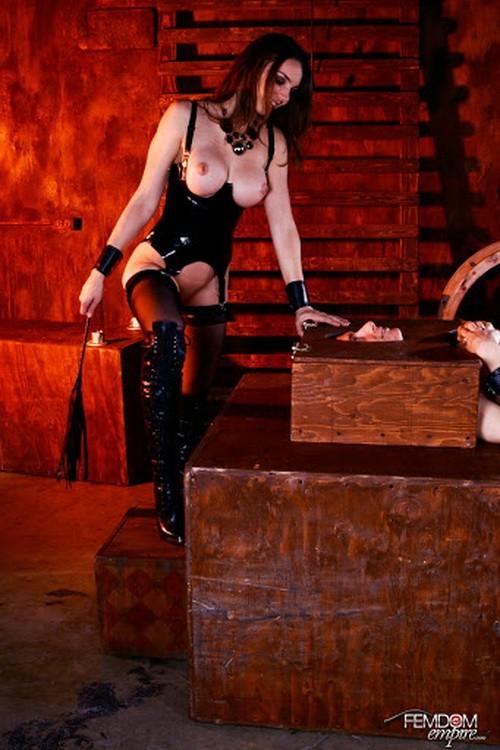 FemdomEmpire - Tiffany Tyler - Slave To Pussy (HD/720p/405 MB)