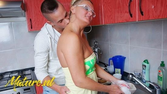 MomsGuideToSex - UnknowN - Amateur Housewife Gets Fucked In Her Kitchen By Sons Best Friend (UltraHD 4K/2160p/809 MB)