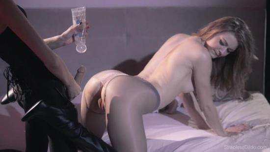 StraplessDildo - Mia, Maria Pie - Hold Her Perfectly Still To Get Even Deeper (FullHD/1080p/2.03 GB)