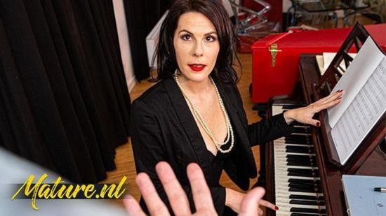 Porn - UnknowN - French Piano Teacher Fucked In Her Ass By Monster Cock (FullHD/1080p/407 MB)