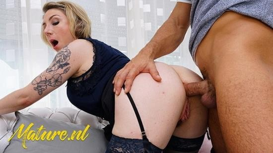 Porn - Julie Holly - MILF Gets Anal Creampied While Husband Is Working (FullHD/1080p/534 MB)