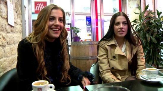 JacquieEtMichelTV/Indecentes-Voisines - Dellai Twins - Nous sommes deux soeurs jumelles! (FullHD/1080p/1.72 GB)