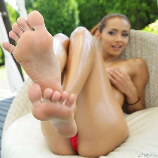 FootsieBabes/21Sextury - Veronica Leal - Make Me Squirt On My Feet (HD/720p/840 MB)