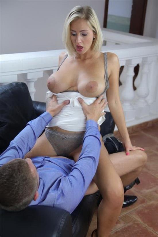 MomXXX/SexyHub - Nathaly Cherie - Romantic Fuck for Leggy Blonde MILF (FullHD/1080p/912 MB)