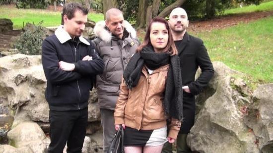 JacquieEtMichelTV/Indecentes-Voisines - Julie - Julie, 21ans, gang-bang avec son mec (FullHD/1080p/1.24 GB)