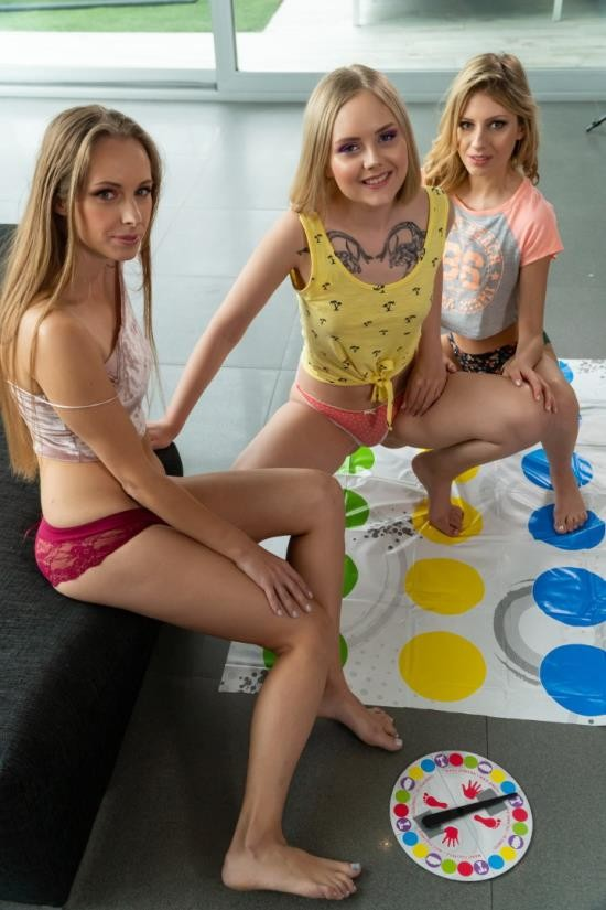 LetsDoeIt/AGirlKnows - Rebecca Volpetti, Emily Cutie, Kinuski - Girls Weekend (FullHD/1080p/972 MB)