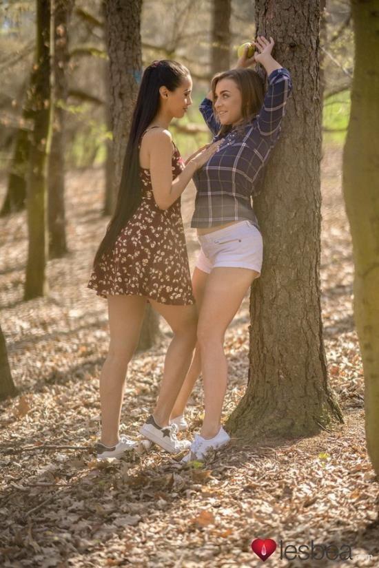 Lesbea - Andreina DeLuxe, Josephine Jackson - Big tits beauty licks lovely Latina (FullHD/1080p/1.00 GB)