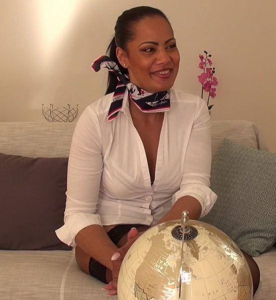 JacquieEtMichelTV/Indecentes-Voisines - Clelie - Clelie, 41ans, hotesse de l'air lyonnaise (FullHD/1080p/1.26 GB)