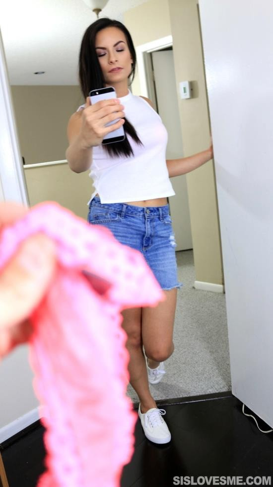 SisLovesMe - Alexis Dean - I said free me not grope me! (FullHD/1080p/3.62 GB)