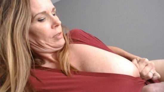 OnlyFans - Unknown - POV in bed with Mommy (FullHD/1080p/871 MB)