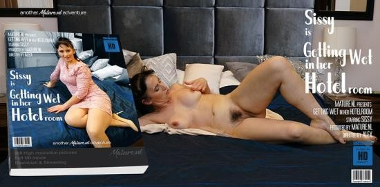 Mature.nl/Mature.eu - Sissy - Mature slut getting her hairy trimmed pussy wet (FullHD/1080p/842 MB)