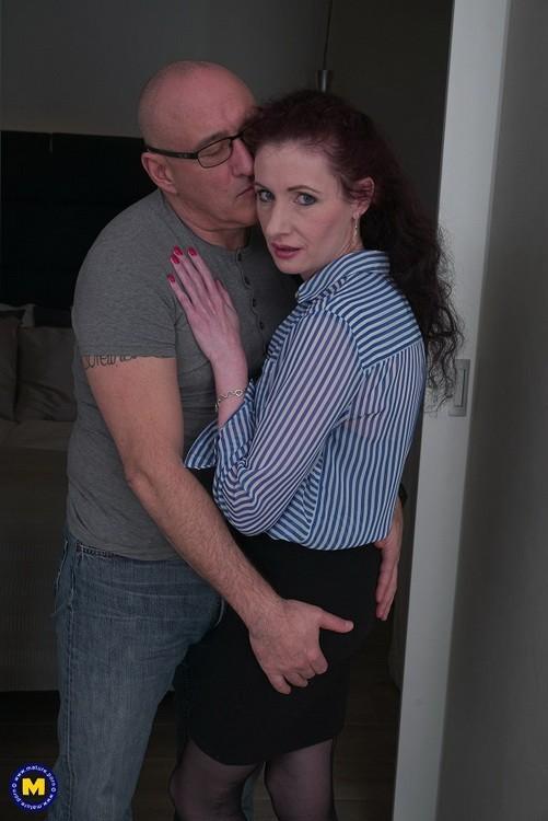 Mature.nl/Mature.eu - Scarlet (EU) (43) - European housewife Scarlet sucking cock and then some (FullHD/1080p/1.80 GB)