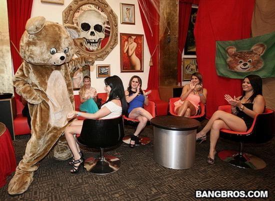 DancingBear/BangBros - Unknown - Crashing the club! Dancing Bear Style! (HD/720p/1.07 GB)